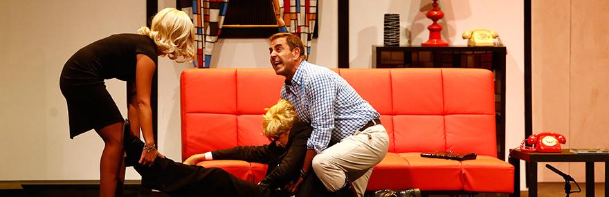 El Grupo de Teatro estrena su comedia 'Muy alto, muy rubio, muy muerto'-media-1