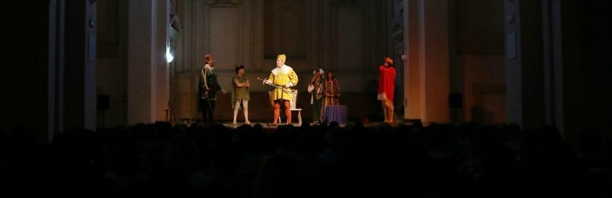 El Grupo de Teatro representa 'La venganza de Don Mendo' en Sanlúcar de Barrameda-media-1