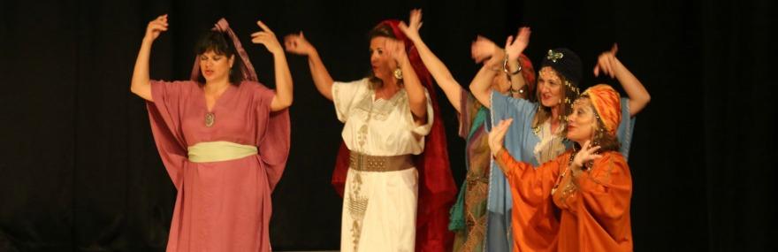 Almuñécar disfruta de 'La venganza de Don Mendo' interpretada por el Grupo de Teatro del Colegio-media-1