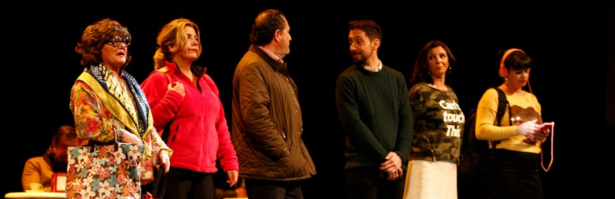 Medio millar de colegiados acompañan al Grupo de Teatro en el estreno de '20 pulgadas'-media-1