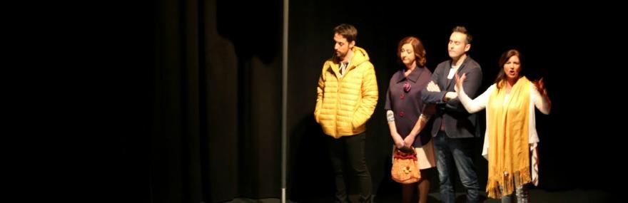 Aforo completo en la primera representación solidaria de '20 pulgadas' por el Grupo de Teatro-media-1
