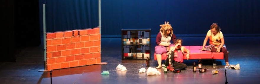El Grupo de Teatro interpreta 'Ladrillos, ladrones y otros amores' a beneficio de Aldaima-media-1